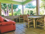 Spacious, private screened in patio room with Gas BBQ outside!
