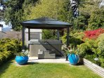 Hot Tub in the beautiful gardens.