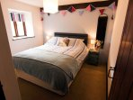 Daisy - Bedroom with Kingsize Bed