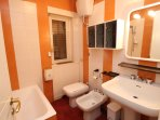 Garden House bathroom