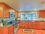 Stainless steel appliances and ample counterspace highlight the fully equipped kitchen!