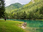 The beautiful Zavrsnica lake is only a 6-8 minute walk from the apartment.