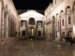 Peristil in the night (Diocletian's Palace)