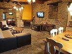 Salon 1, zona de sofás y zona de comer