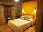 hab.amarilla, matrimonio, cama 1,50, tv, baño privado