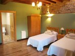 hab.verde, dos camas de 0,90mts, tv, baño privado