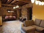 Salon 2, zona de sofás y zona de comer