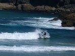 Surf en Playa Arealonga, a 400 mts de la casa.