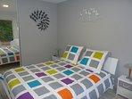 Une chambre tout confort avec un lit 160/200.