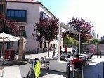 Calle Ferreiros - plaza con terrazas 2