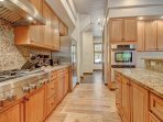 Fully equipped kitchen with professional Jenn-Air appliances