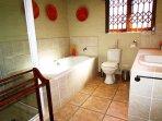 Main en-suite full bathroom