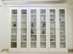 05 - Book Shelf (with interesting decor)