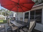Enjoy breakfast, lunch or dinner outside around the 6-person dining table.