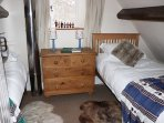 The twin bedroom in Jackdaw Cottage