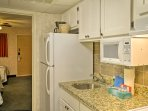 The well-equipped kitchenette is ideal for preparing snacks.