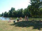 The river beach at Aubeterre-sur-le-Dronne