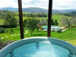 The jacuzzi and the pool of the Tuscan Villa Centopino