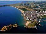 The resort of Tenby is only 4 miles away (7 mins by car) & Saundersfoot, 1.5 miles (3 mins by car)