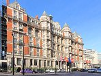 The Mandarin Oriental is one of many top :London hotels close to your apartment