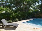 Very Private Fenced,Heated New Pool,TravertineDeck 2 Chaise+4 dining Chairs &Table & Gas Grill