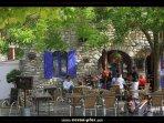 La place du village de La Garde Adhémar