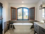 Master bathroom ensuite with amazing views of the vineyards