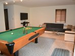 Game Room. (pool table, Wii, board games, NetFlix)