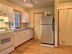 Try out your favorite recipes in the well-equipped kitchen.