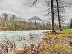 This cabin is situated on the banks of the Skykomish River, which is a famous steelhead fishing river.