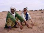 Hassan et l'une de ses clientes habitués