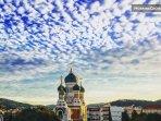 à proximité immédiate de la Cathédrale Russe