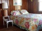 Queen bedroom facing beach