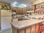 The fully equipped kitchen is perfect for preparing tasty meals!