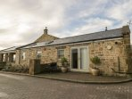 THE HAVEN, converted stone farm building, en-suite, WiFi, off road parking, in H