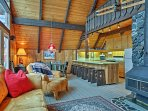 NEW! 3BR Snoqualmie Pass Cabin w/Deck & Mtn Views!