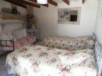 Chambre triple 3 lits simples en 90cm
