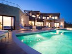 Astonishing sea views-absolute privacy-exlcusive service-golf at 3km-pool-jacuzzi-treehouse-yoga!