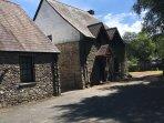 Stunning dog friendly stone cottage