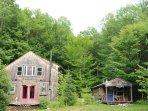 Harmony Eco Cabin, next door to Healing Arts Studio has wi-fi, solar power and pet friendly.