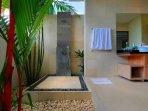 outdoor/indoor bathroom