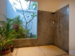 the shower of the 2nd bedroom