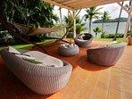 Salon extérieur avec vue mer