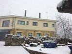Exteriores de la casa con nieve