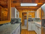 Nestled between Gatlinburg and Pigeon Forge, this cabin for 7 sits within 40 minutes of a plethora of family...