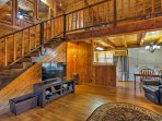 After a day on the slopes, unwind under the living room's exposed beam ceilings.