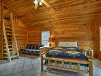 Two additional guests can sleep on the 2 cots in the loft.