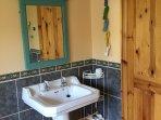 Family bathroom in Folland.