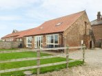 THE CART SHED, pet friendly, country holiday cottage, with a garden in York, Ref