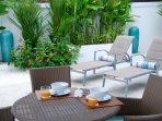 Outdoor dining options on the terrace of Villa 959